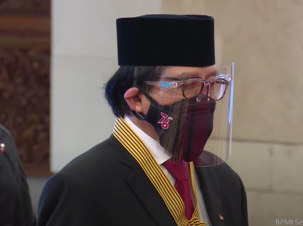 Komisaris Transmedia Ishadi Dapat Bintang Jasa Utama dari Jokowi