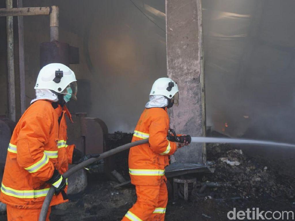 Industri Rumahan Minyak Kelapa di Mojokerto Ludes Terbakar