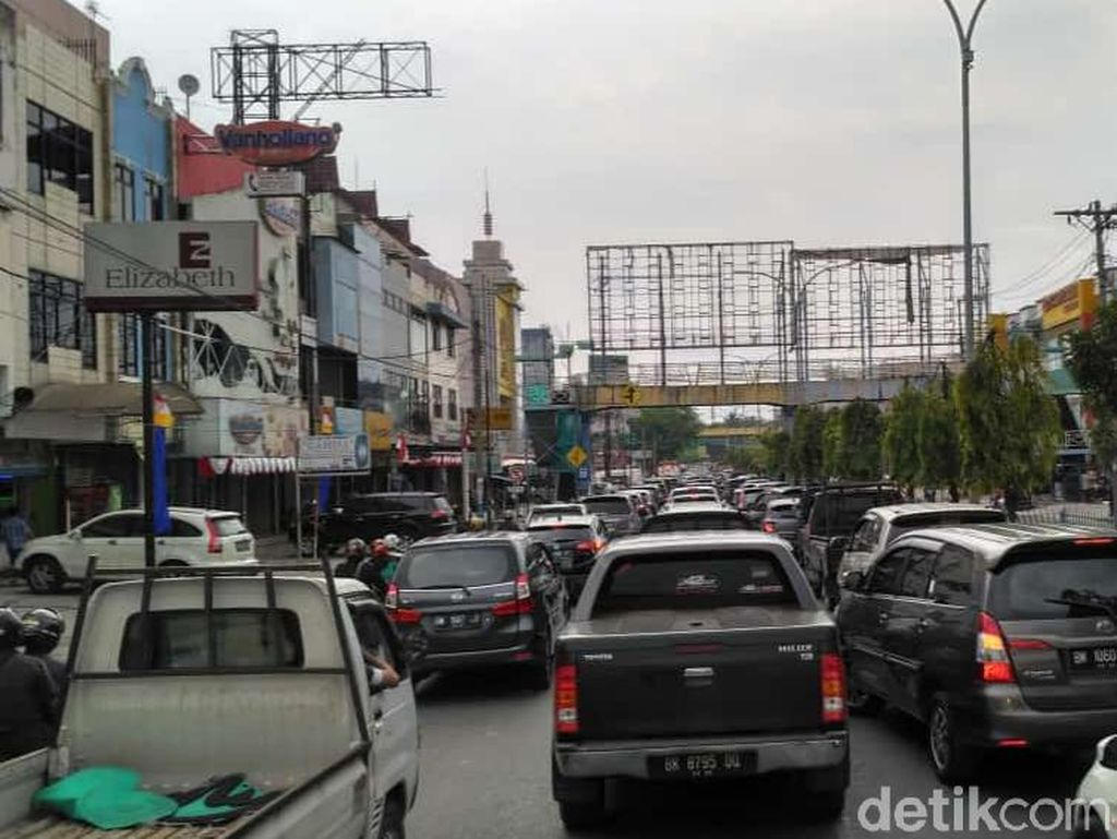 Polisi soal Penyekatan di Pekanbaru Bikin Macet: Mobilitas Warga Tinggi