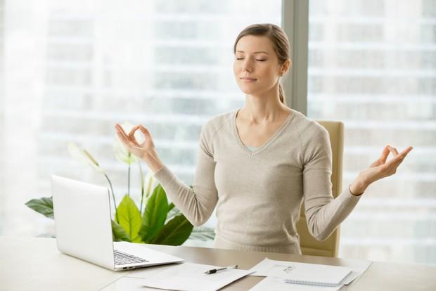 Tak perlu melampiaskan rasa kesal kepadanya, lebih baik kamu melakukan tindakan positif untuk mengatasi stres tersebut.