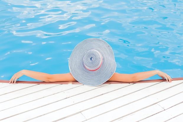 Disaat banyak aktivitas yang dilakukan di luar, kita juga butuh merawat kulit kita secara ekstra.