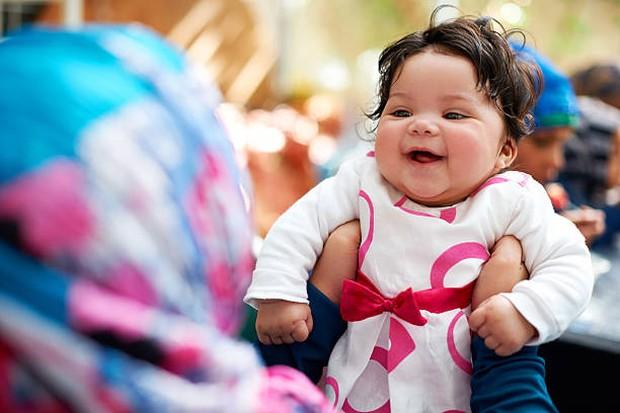 Nama bayi perempuan berbahasa Arab./ Foto: Getty Images/PeopleImages