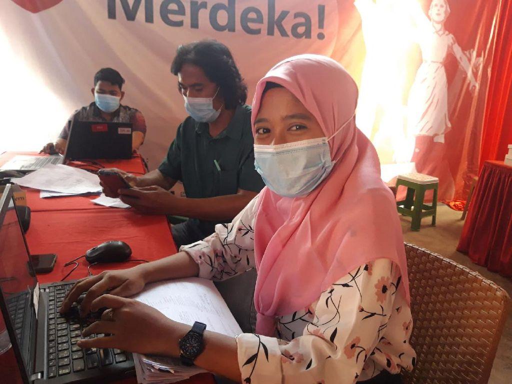 Suka Duka Relawan Vaksinasi Merdeka di Slum Area: Gerai Pengap Tapi Semangat