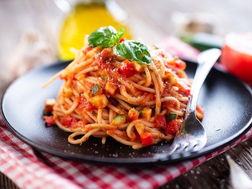 Resep Spaghetti Saus Terong yang Segar Renyah