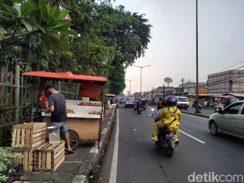 PKL di Trotoar Pasar Induk Kramat Jati Ditawari Pindah ke Pasar Rebo