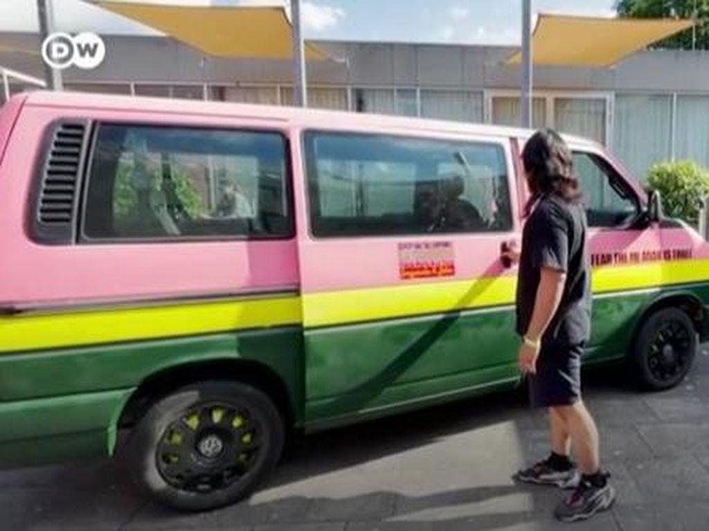 Angkot Nyasar ke Jerman dan Mobil Pilihan Taliban