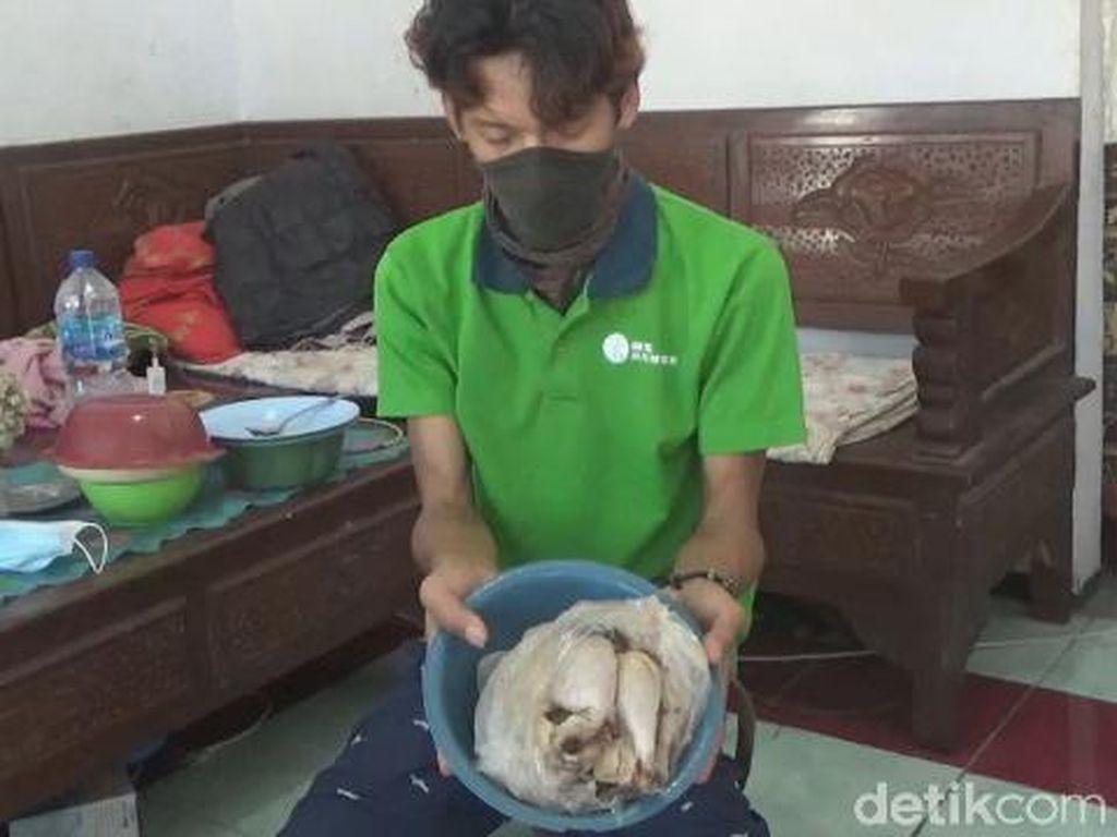 25 Keluarga di Jombang Dapat Bantuan Daging Ayam Busuk, Agen Wajib Mengganti