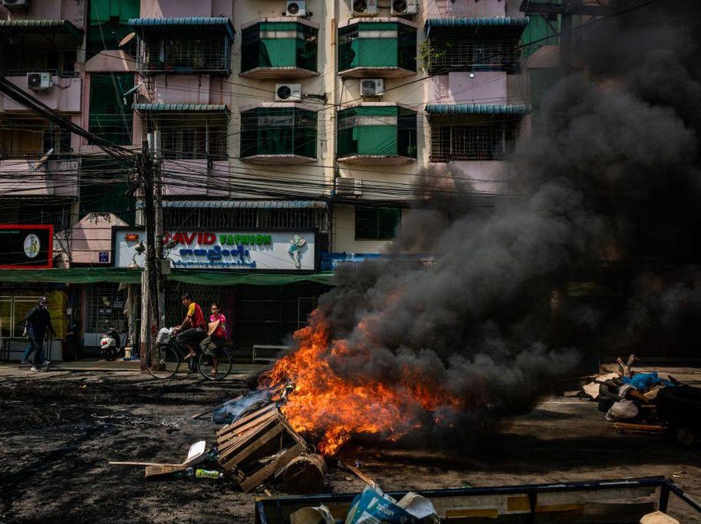 Konvoi Militer Myanmar di Yangon Diserang Bom, Berujung Baku Tembak