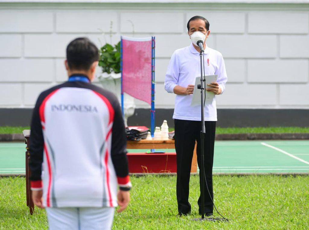 Jokowi Beri Bonus Rp 5,5 M ke Greysia/Apriyani, Eko Yuli Dapat Rp 2,5 M