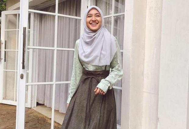 Mantap berhijab, Cut Syifa tampil cantik dengan balutan pakaian Syar'i/Foto: instagram.com/cutsyifaa