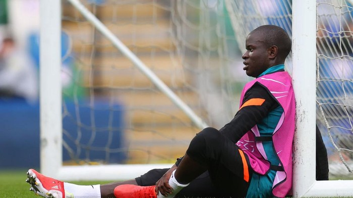 BELFAST, NORTHERN IRELAND - AUGUST 10: NGolo Kante of Chelsea looks on during a Chelsea FC Training Session ahead of the UEFA Super Cup 2021 match between Chelsea FC and Villarreal at Windsor Park on August 10, 2021 in Belfast, Northern Ireland. (Photo by Catherine Ivill/Getty Images)