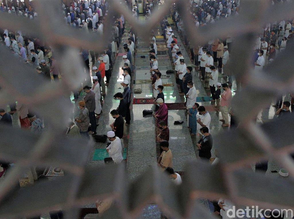 PPKM Level 4 Diperpanjang, Masjid At Tin Gelar Salat Jumat Berjamaah