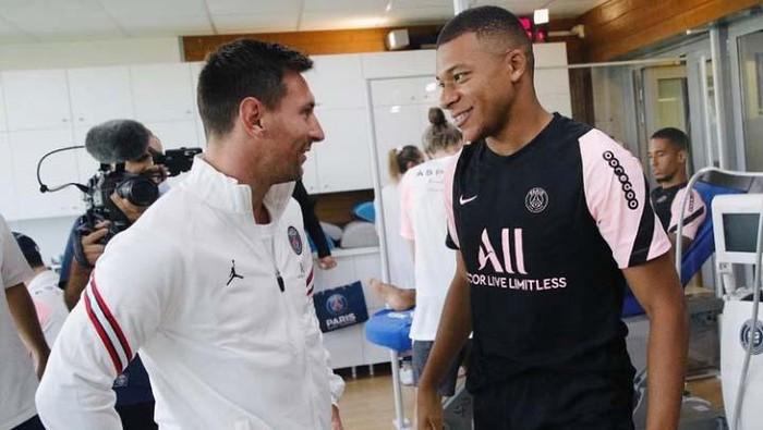 Lionel Messi bertemu rekan-rekannya di PSG, termasuk dengan Kylian Mbappe. Begini momen saat mereka bertemu.