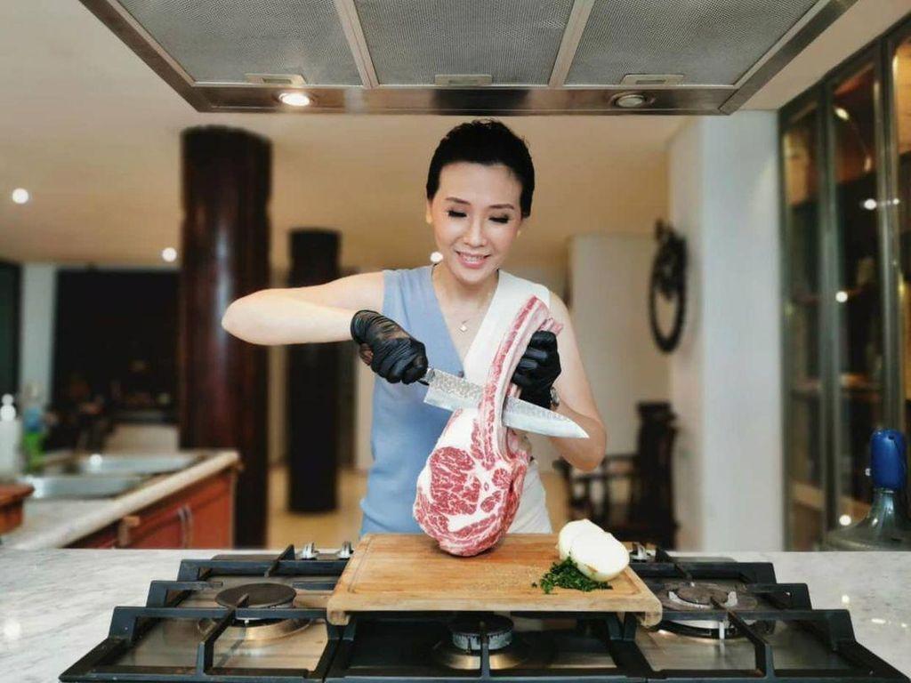 Veronica Tan Selalu Diledek Saat Makan Steak Pakai Saus Sambal