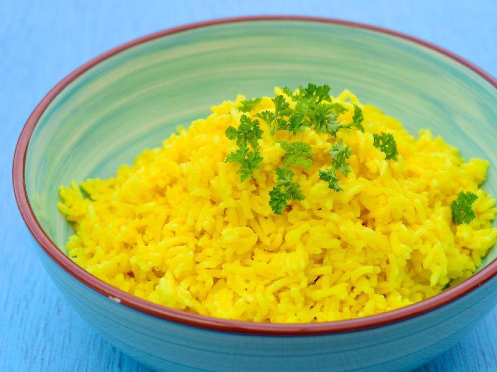 2 Resep Nasi Kuning Pulen dan Harum Untuk Tumpengan
