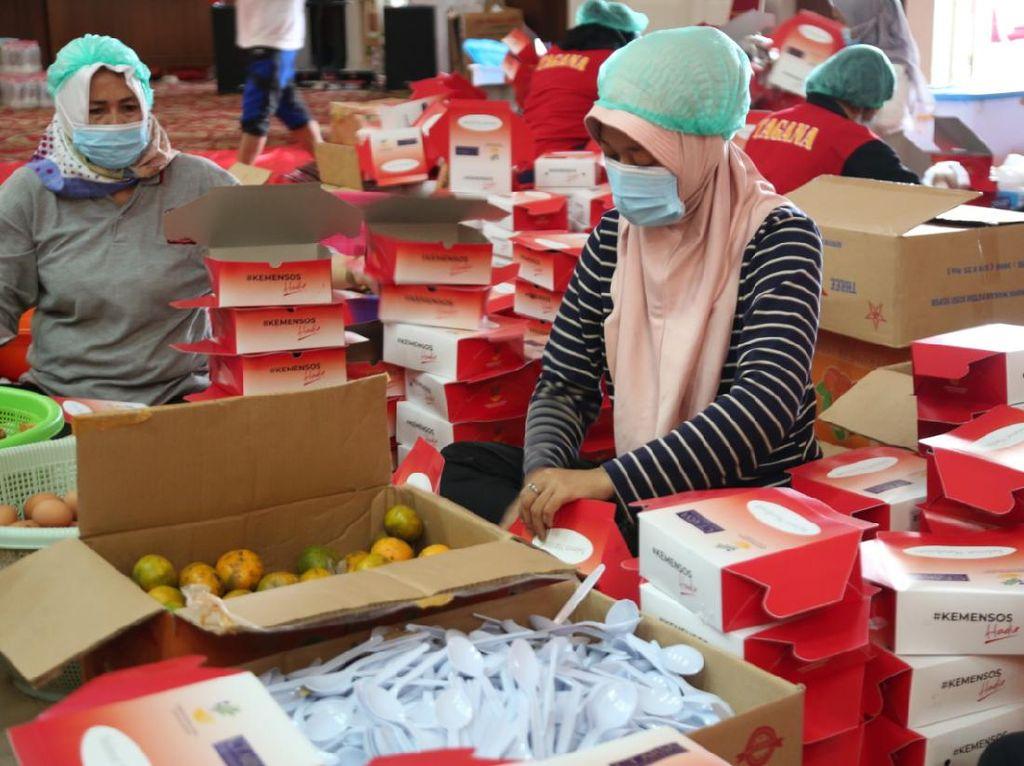 Bantu Masyarakat dan Nakes, CT ARSA Distribusikan Paket Makanan Sehat