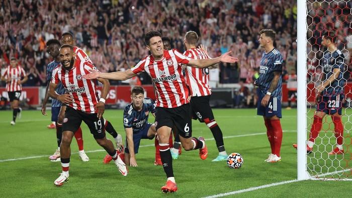 Brentford Vs Arsenal: Kemenangan Bersejarah Si Lebah