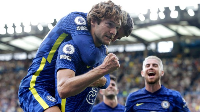 LONDON, ENGLAND - AUGUST 14: Marcos Alonso of Chelsea celebrates with teammate Mason Mount after scoring their sides first goal during the Premier League match between Chelsea and Crystal Palace at Stamford Bridge on August 14, 2021 in London, England. (Photo by Henry Browne/Getty Images)