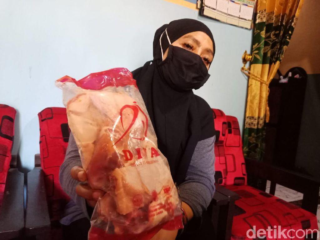 Cerita Warga Sempat Makan Bantuan Daging Ayam Busuk di Jombang