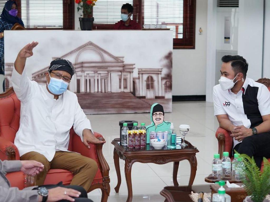 Crazy Rich Malang Salurkan Sembako ke Warga Kota Pasuruan Terdampak COVID-19