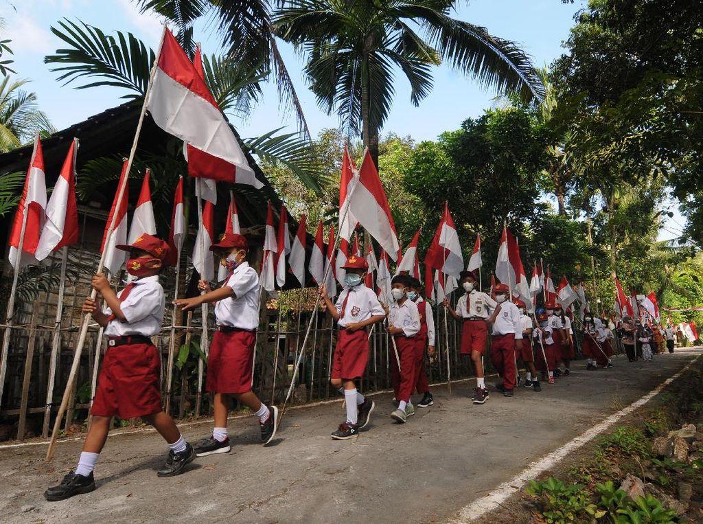 Siswa SD di Klaten Kibarkan 76 Bendera Merah Putih