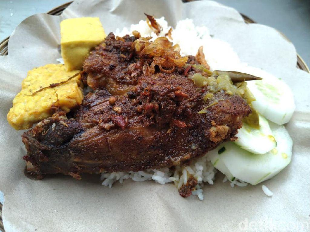 Dimasak Sepenuh Hati Jadi Kunci Nasi Bebek Cak Malik Berasa Nikmat!