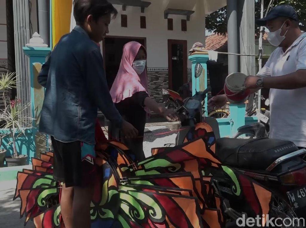 Pemuda di Lamongan Ini Bangkit dari Corona dengan Layang-layang Naga