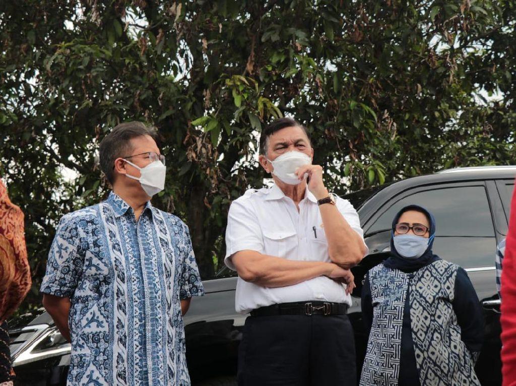 Jelang Pengumuman PPKM, Luhut Ungkap Kasus Corona RI Turun 78%