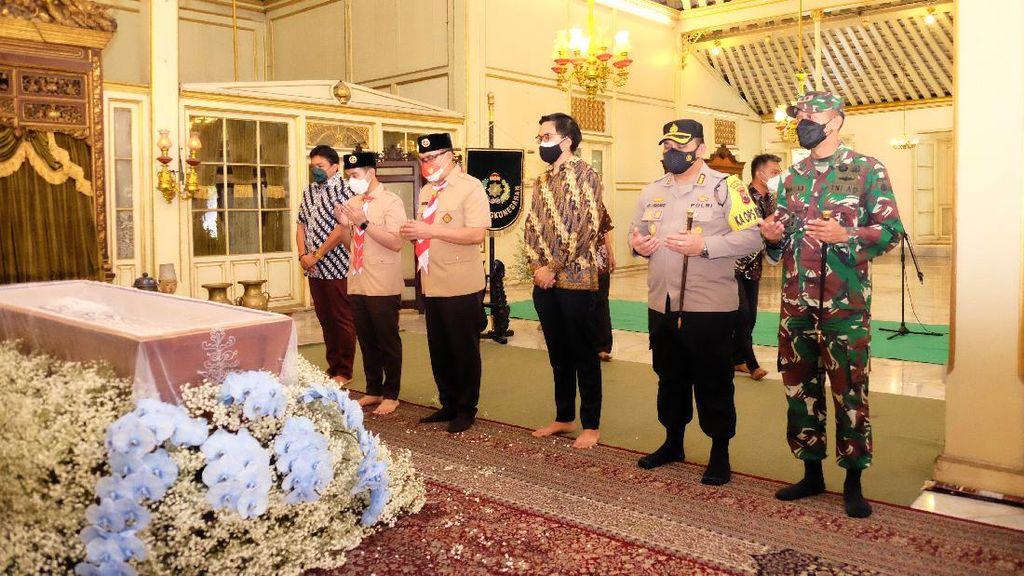 Momen Gibran Melayat Mangkunegara IX
