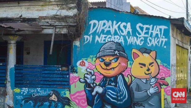 Mural 'Dipaksa Sehat di Negara yang Sakit' yang ada di Bangil, Kabupaten Pasuruan, Jawa Timur.