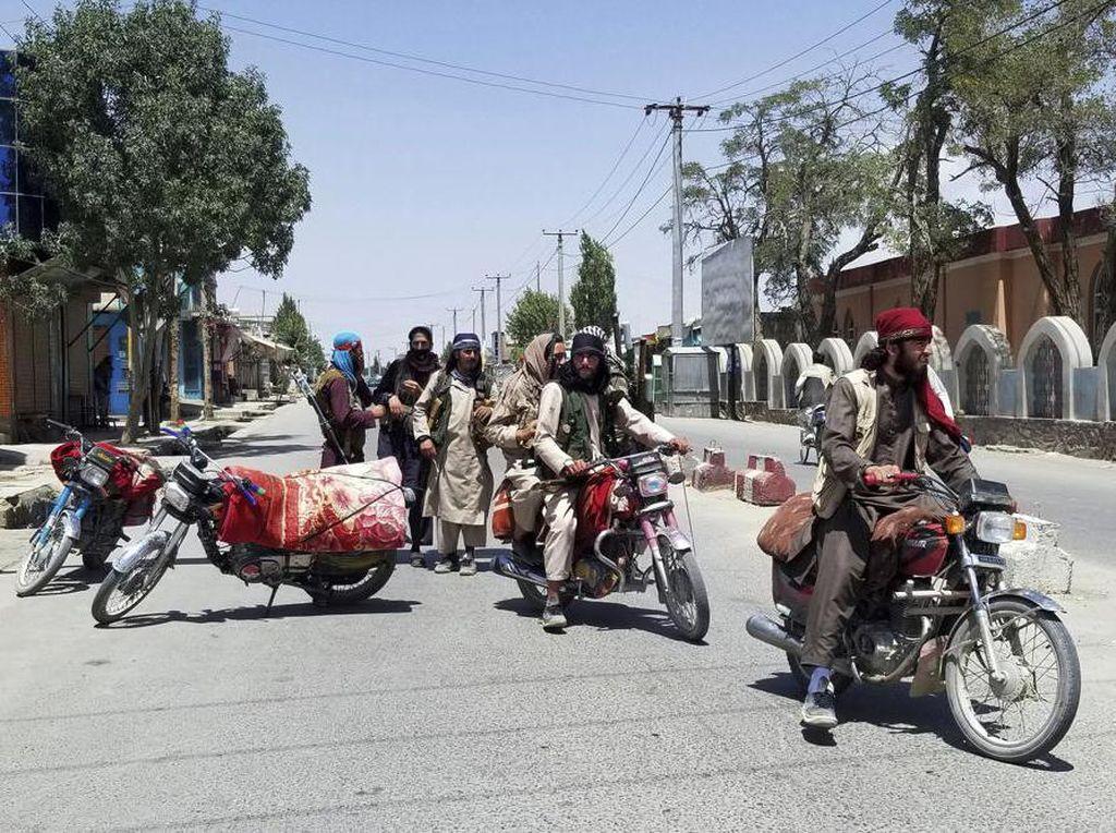 Taliban Semakin Dekati Kabul, China Catat Penurunan Kasus Corona