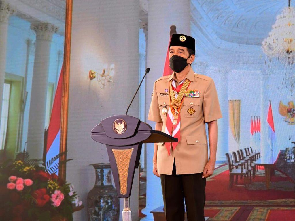 Jokowi Beri Penghargaan 6 Anggota Pramuka, Ada Ridwan Kamil