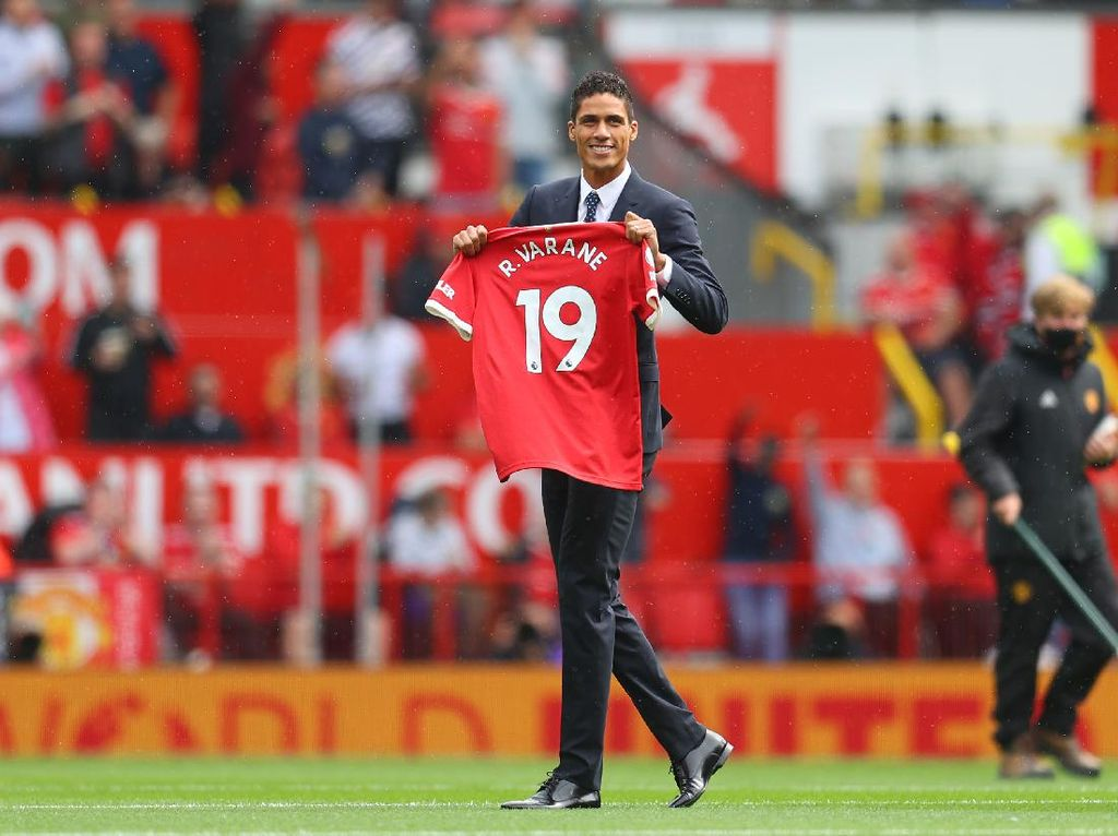 Raphael Varane Lengkapi Lini Belakang Man United
