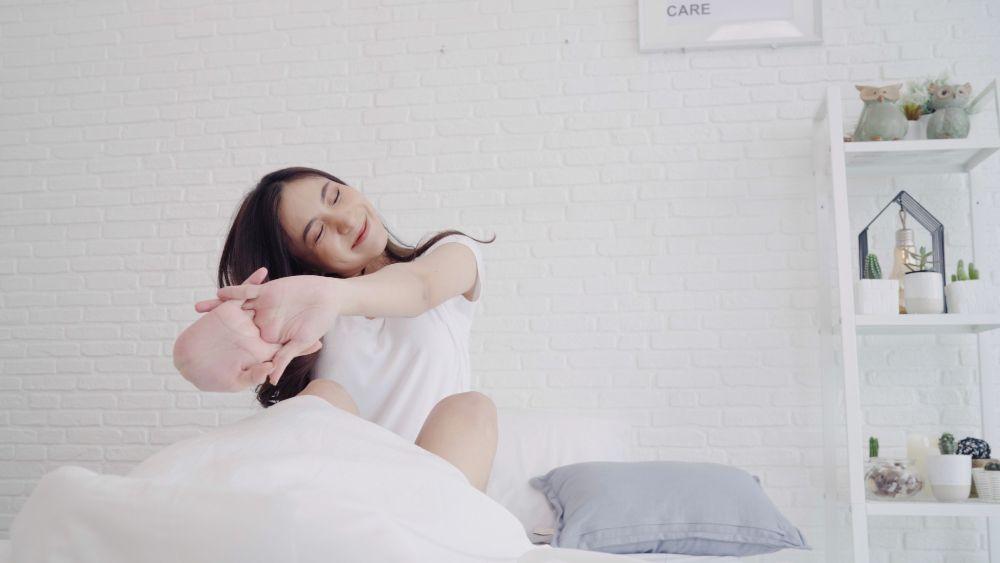 Stretching setelah bangun tidur/foto: freepik.com/tirachardz