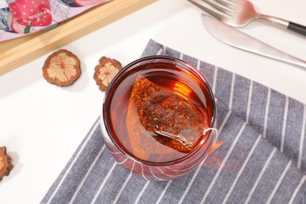 Teh rooibos merupakan teh herbal bebas kafein yang berasal dari Afrika Selatan.