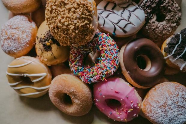 Selain dapat menaikkan berat badan, makanan manis juga dapat memicu penyakit diabetes.
