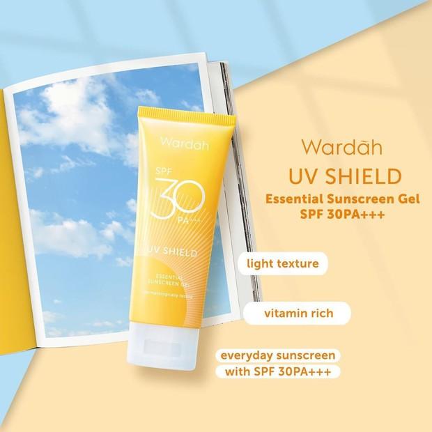 Sunscreen Wardah dapat menjaga kulit dari sinar UV A / UV B serta pancaran blue light berlebih.