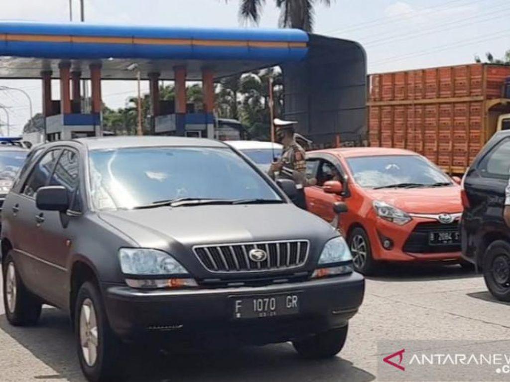 Jumlah Kendaraan ke Puncak Naik di Akhir Pekan, Hasil Tes Corona Dicek