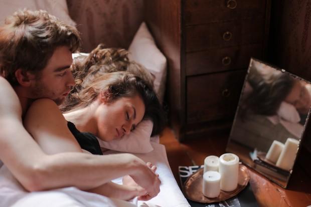 Padahal dalam kehidupan rumah tangga, malam hari adalah waktu utama untuk melakukan hubungan seks.