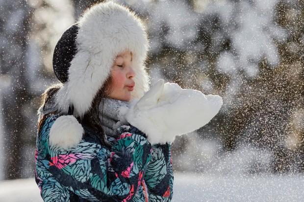 Suhu salju yang sangat dingin dipercaya dapat memberikan rasa tenang kepada kulit yang sedang mengalami peradangan.