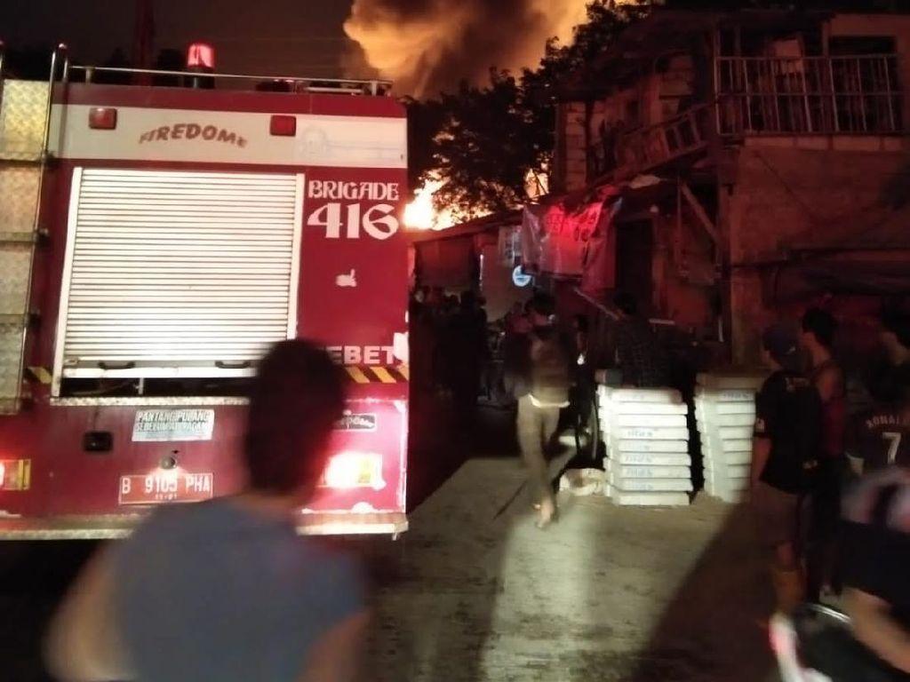 Tiga Orang Tewas Akibat Kebakaran di Mampang Jaksel