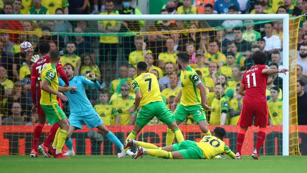 NORWICH, ENGLAND - AUGUST 14: Mohamed Salah of Liverpool scores their side's third goal past Tim Krul of Norwich City during the Premier League match between Norwich City and Liverpool at Carrow Road on August 14, 2021 in Norwich, England. (Photo by Marc Atkins/Getty Images)