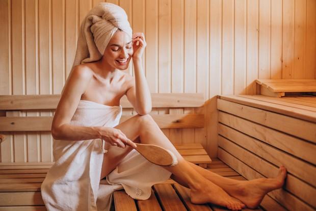 Rutin datang ke sauna dapat membawa banyak manfaat untuk kesehatan kulit wajah salah satunya mengobati jerawat