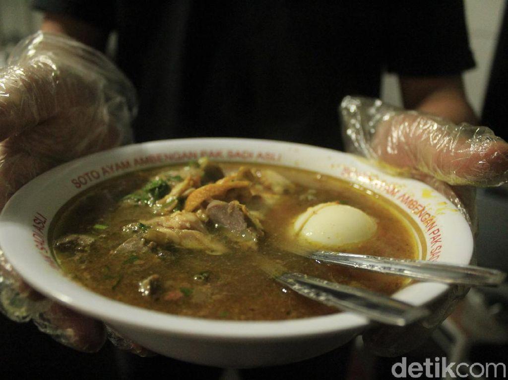 Menyantap Soto Ayam Kelas Dunia di Jantung Kota Bandung