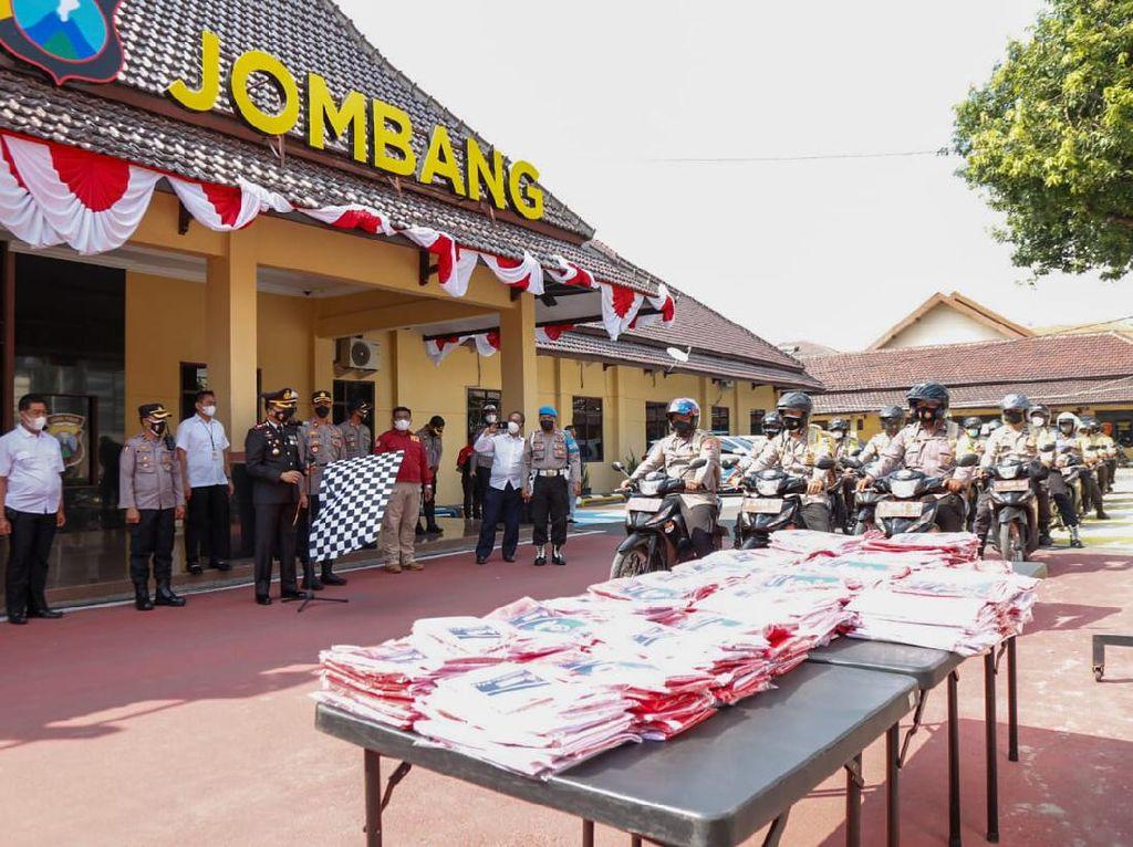 Ribuan Bendera Merah Putih Dibagikan di Jombang, Ini Tujuannya
