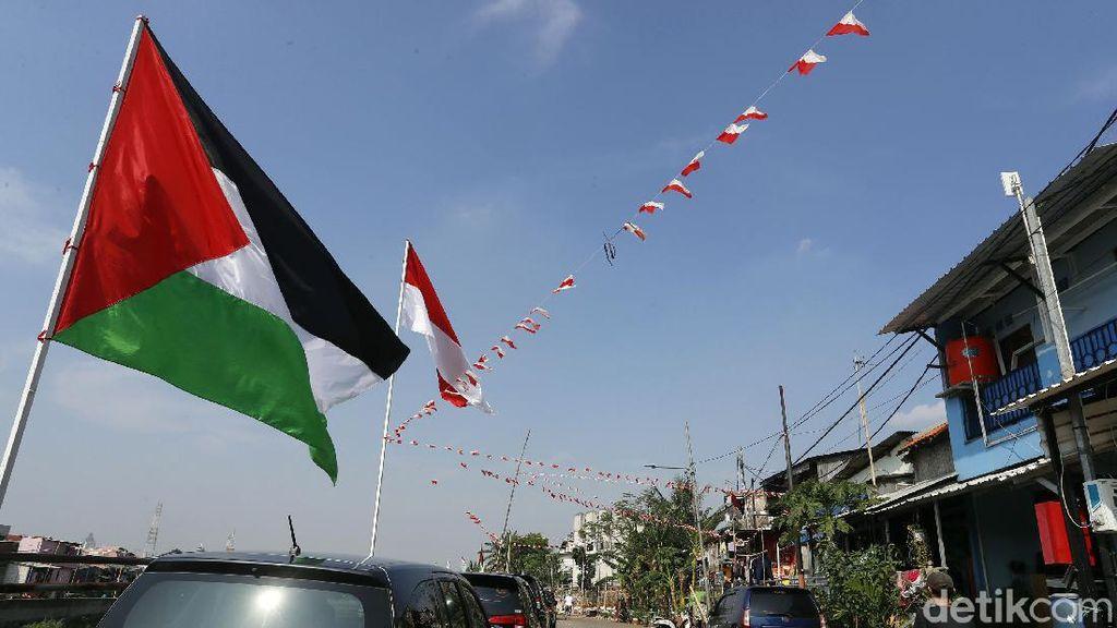 Jelang HUT RI, Bendera Palestina Berkibar di Bukit Duri