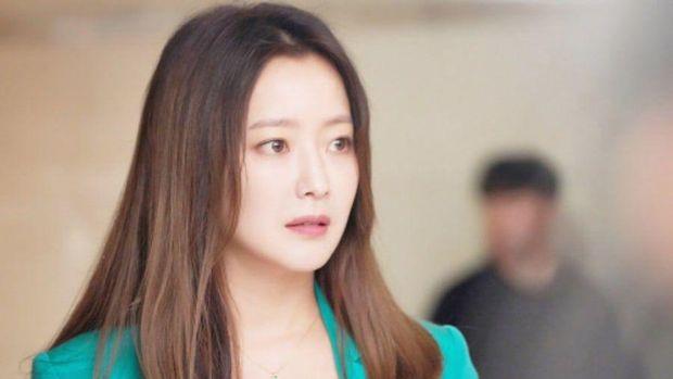 Kim Hee Sun yang masih terlihat awet muda