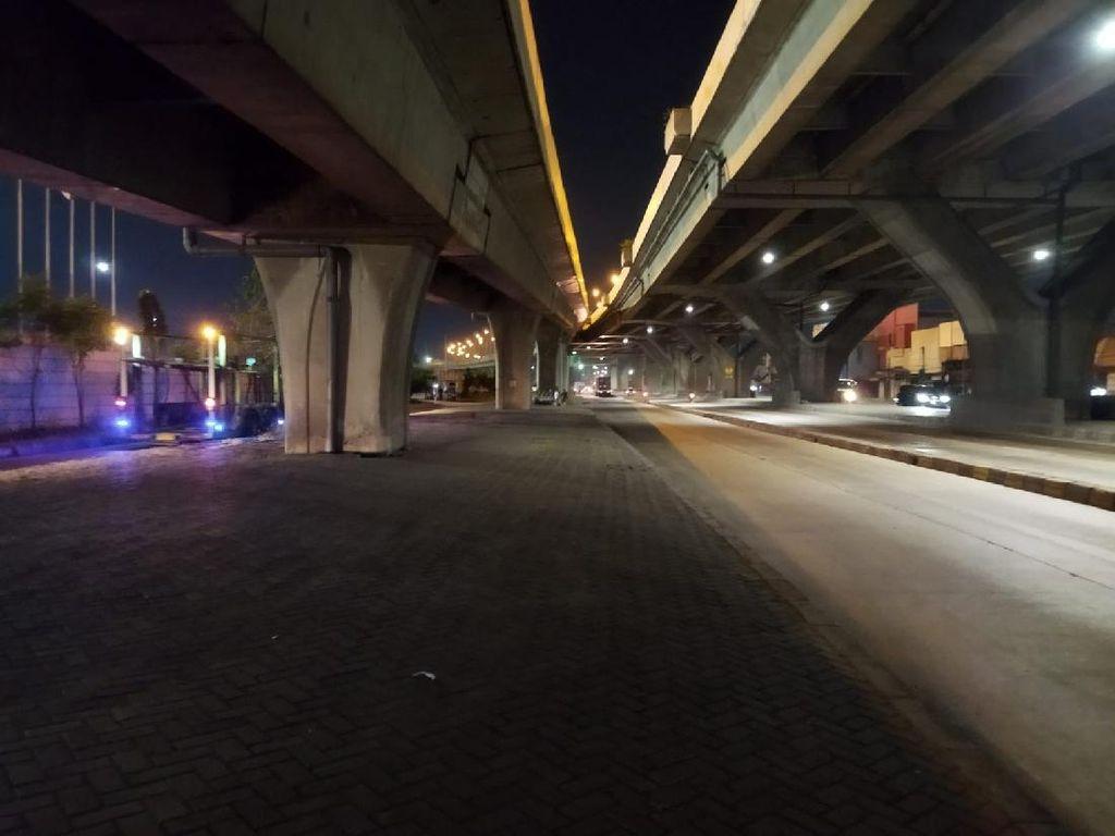 Pembatas Jl Cilincing Jakut Redup Saat Malam, Jadi Potensi Kecelakaan