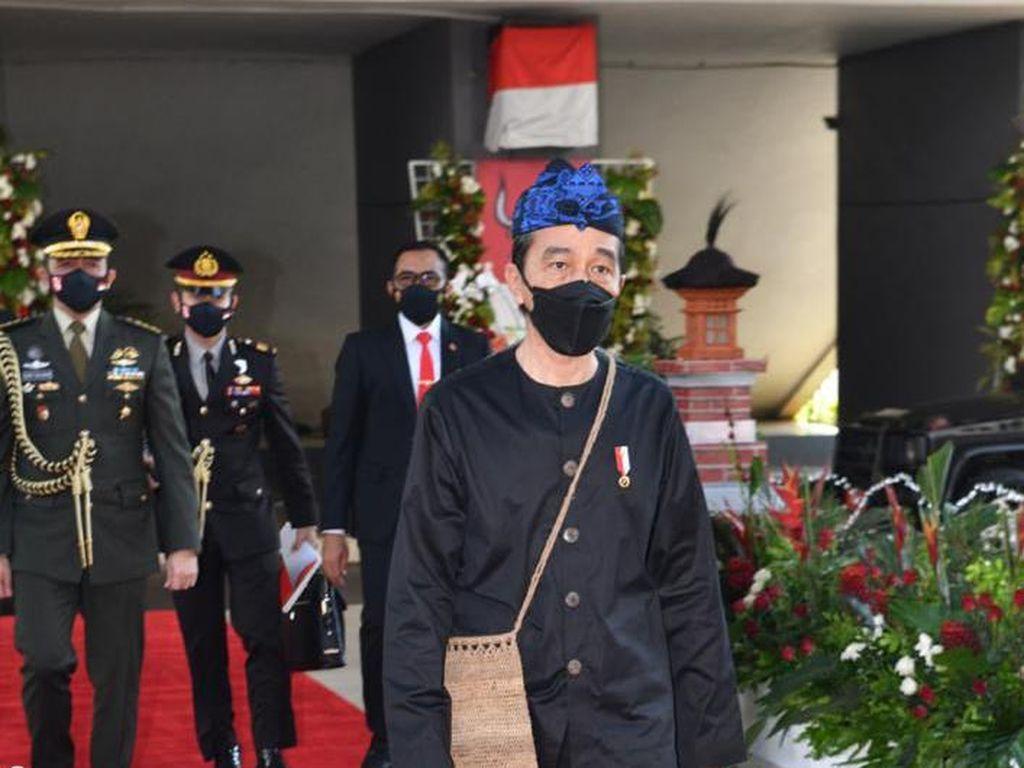 Analisis Pakar Gestur soal Baju Adat Baduy Jokowi: Simbol Pemenang COVID!
