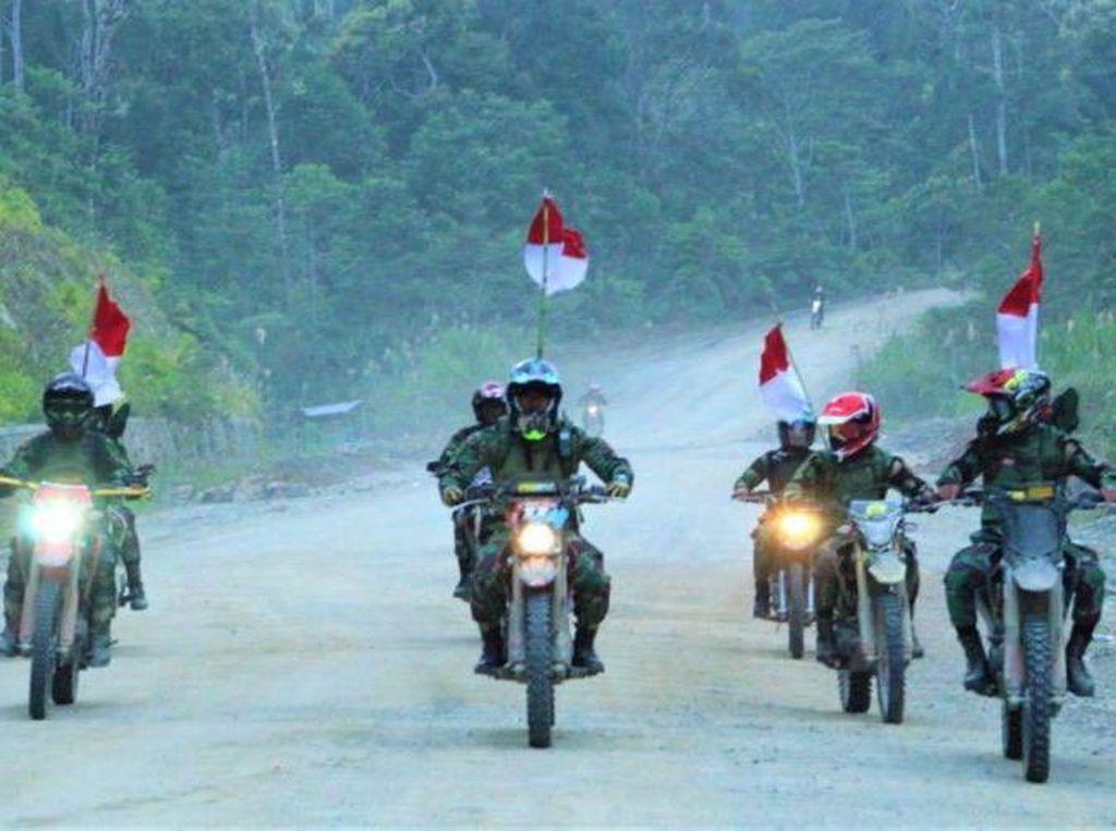 Sambut HUT RI, TNI AD Touring Naik Motor Trail di Papua